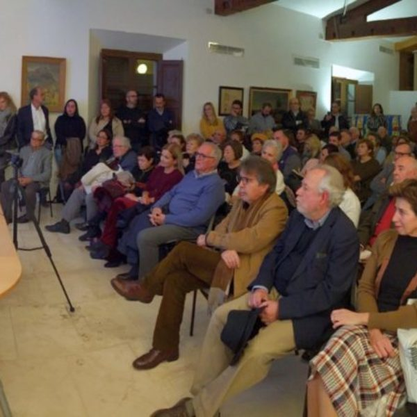 Sa Fundació umpl es Casal Balaguer per sa presentació d'Es Petit Príncep en mallorquí amb més de 100 persones